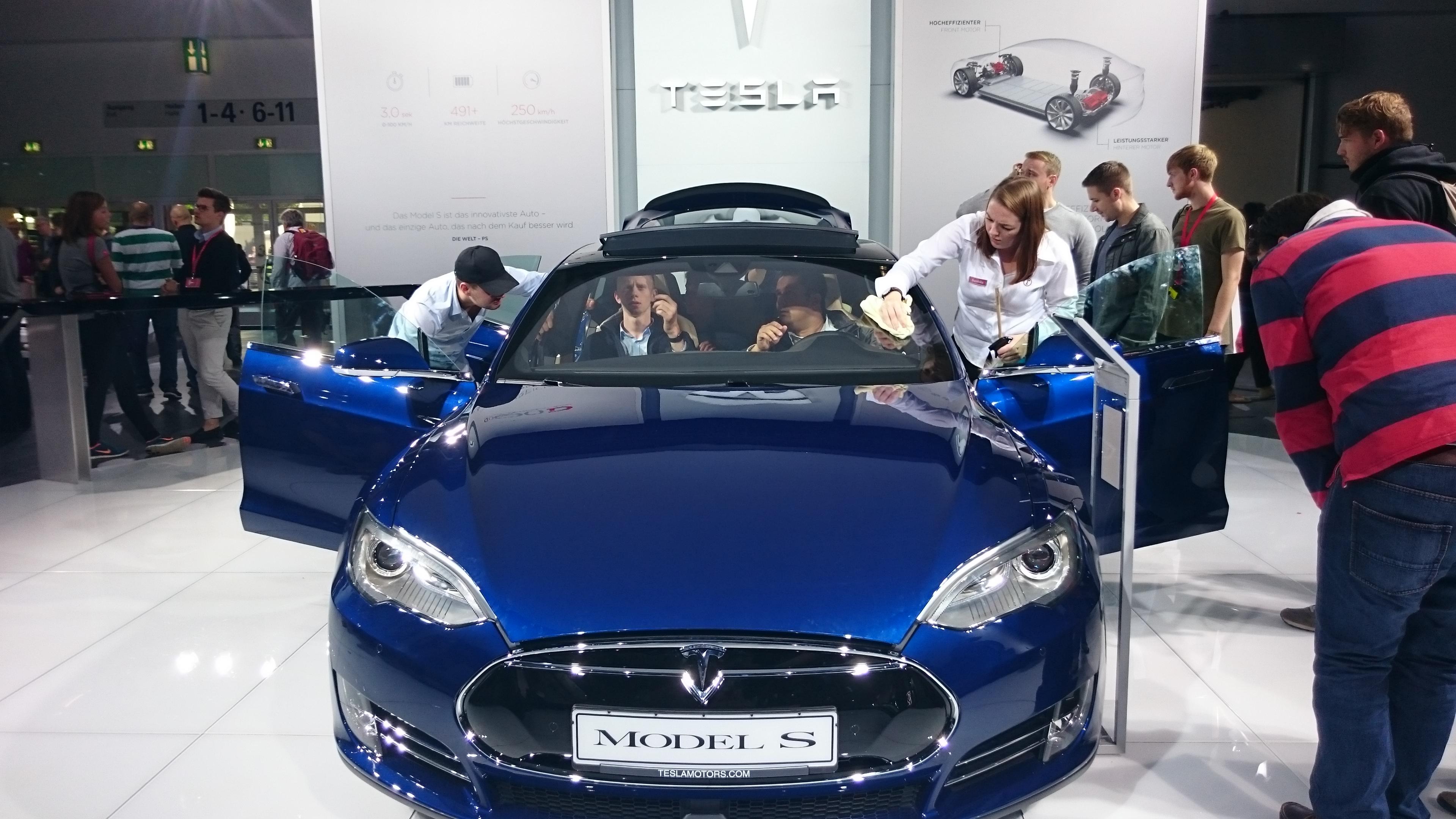 Fotos 360 del Tesla Model S Azul #VidePan en #IAA2015