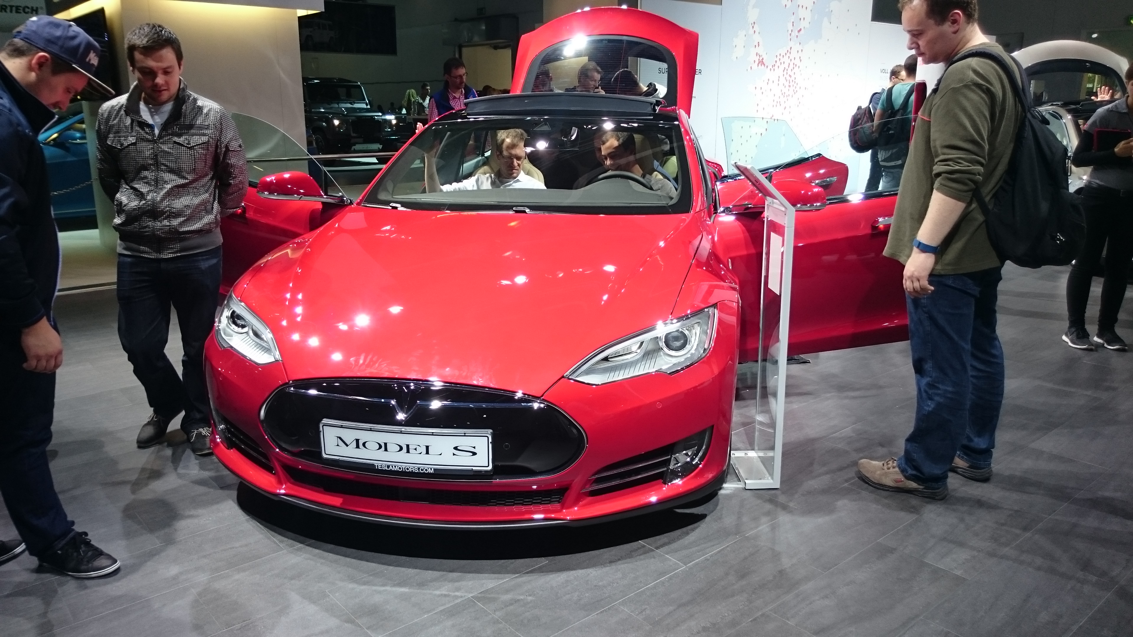 Fotos 360 del Tesla Model S en color Rojo Multicapa #VidePan en #IAA2015