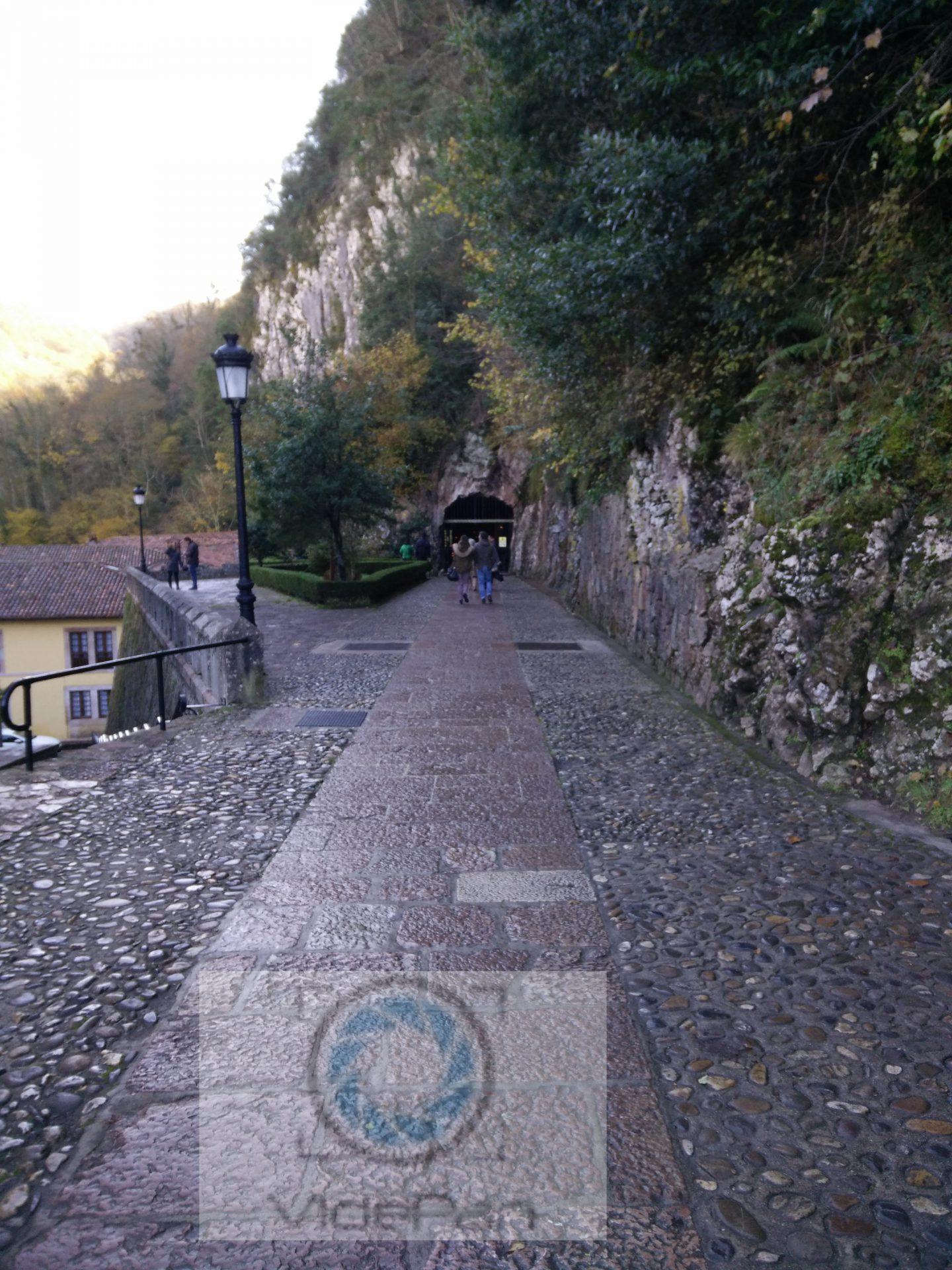 Fotos 360 Entrada a la Santa Cueva de Covadonga. #VidePan por #Asturias