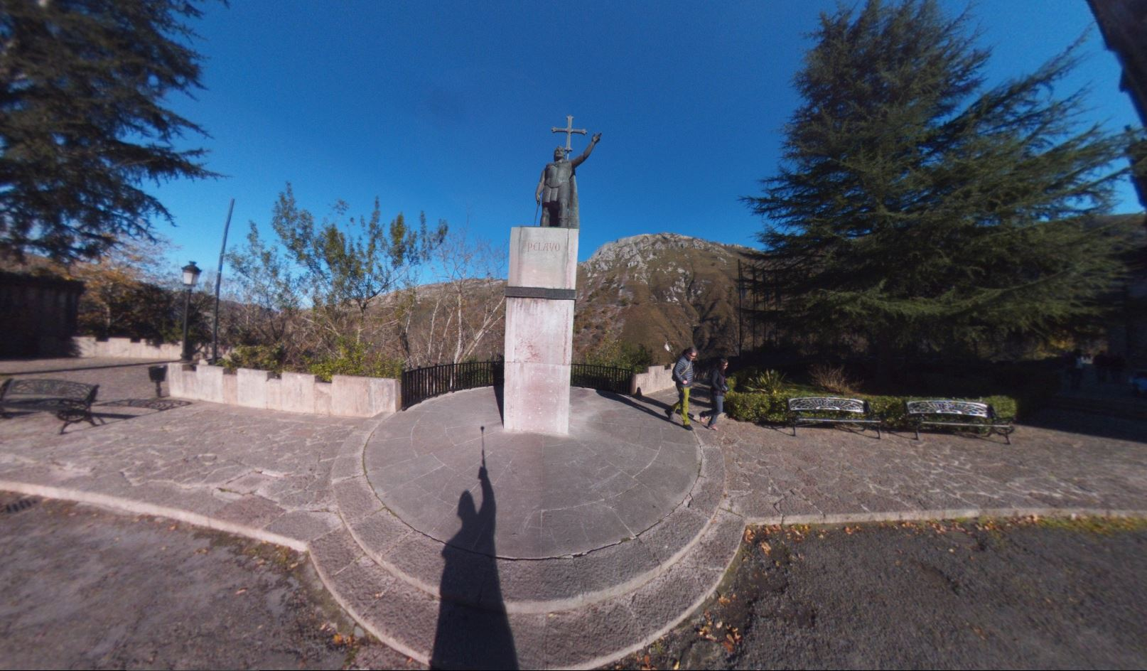 Fotos 360 Estatua de Don Pelayo en Covadonga. #VidePan por #Asturias