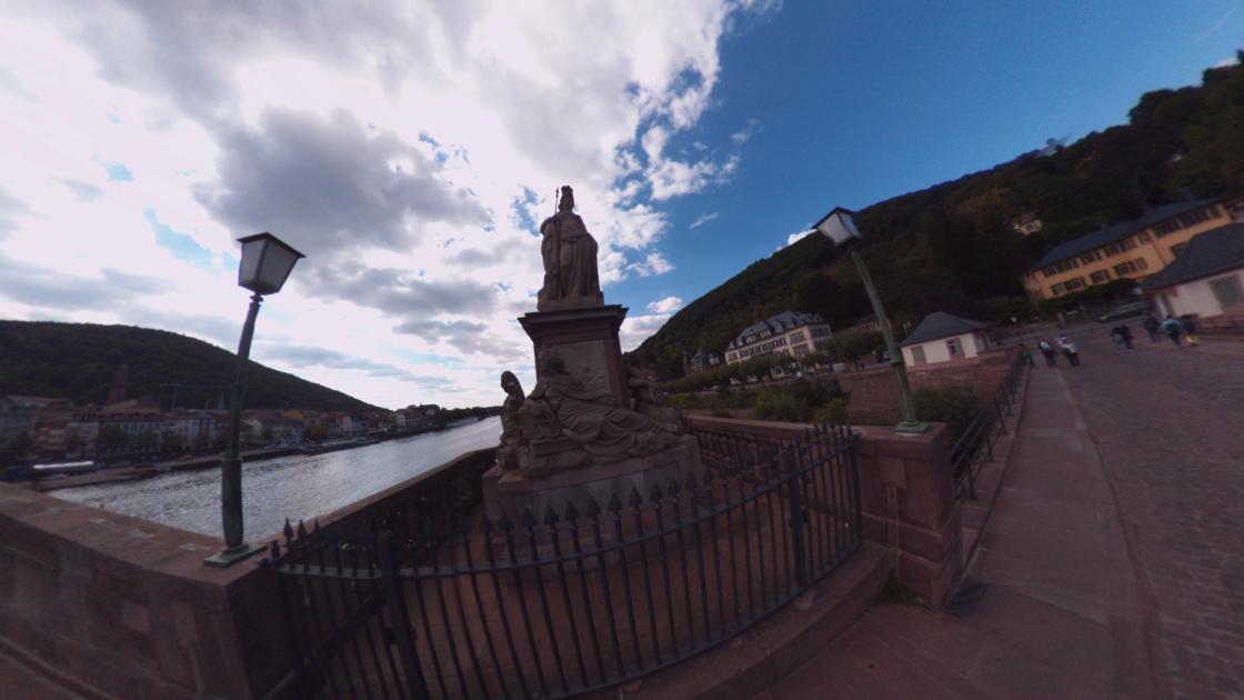 Fotos 360 Estatua de Palas Atenea en el puente viejo de #Heidelberg. #VidePan por #Frankfurt