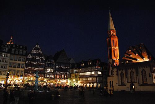 Fotos 360 NikolaiKirche de noche. #VidePan por #Frankfurt