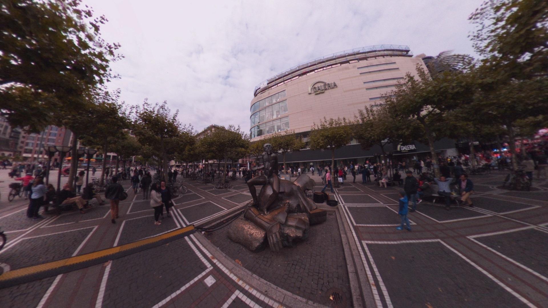Fotos 360 Estatua curiosa de Frankfurt. #VidePan por #Frankfurt