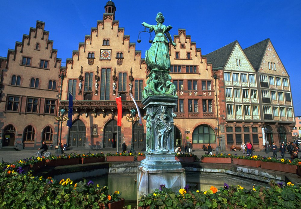 Fotos 360 Fuente de la Justicia de noche. #VidePan por #Frankfurt