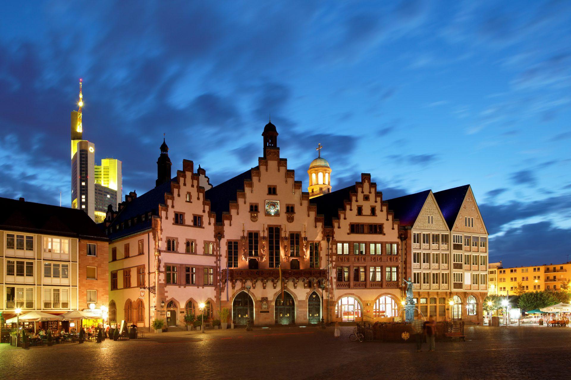 Fotos 360 (Parte 2) Römer de noche. #VidePan por #Frankfurt
