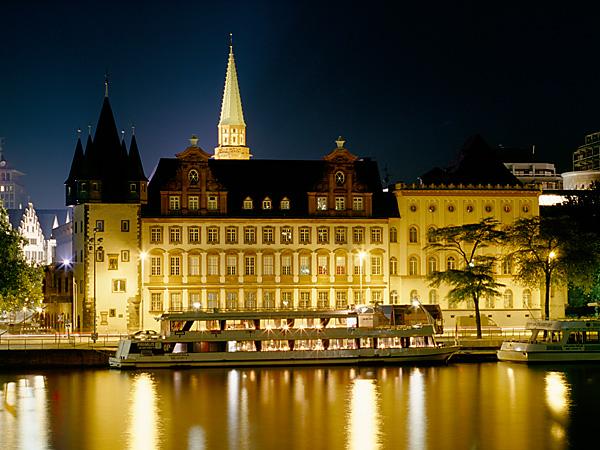 Fotos 360 (Parte 2) Rententurm de noche. #VidePan por #Frankfurt