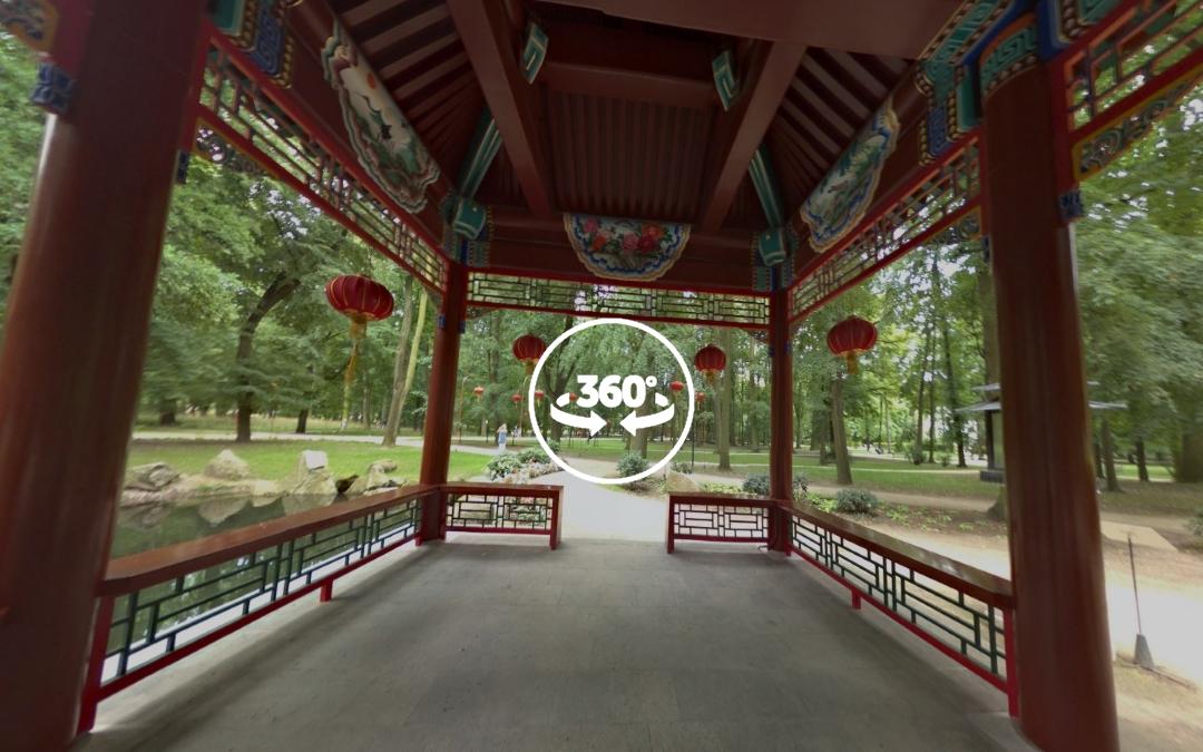 Foto 360 Interior de zona dedicada a la cultura china del Parque Łazienki. VidePan en Polonia