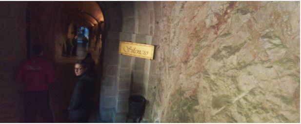 Fotos 360 Interior de la Santa Cueva de Covadonga. #VidePan por #Asturias