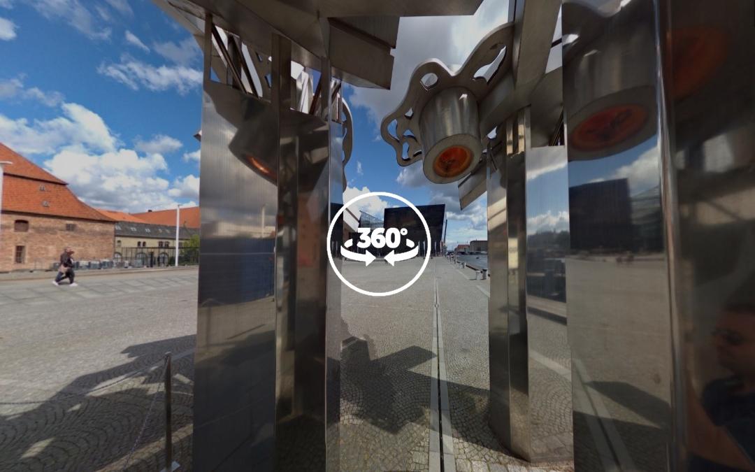 Foto 360 Interior de la escultura metálica cerca del Centro Cultural BLOX. VidePan en Copenhague